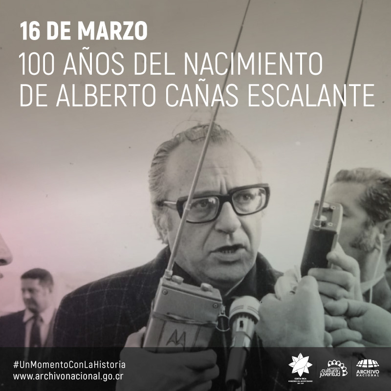 Imagen de Alberto Cañas hablando en publico
